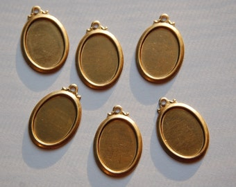 Raw Brass Setting with Scalloped Top Loop 18mm x 13mm stn012D