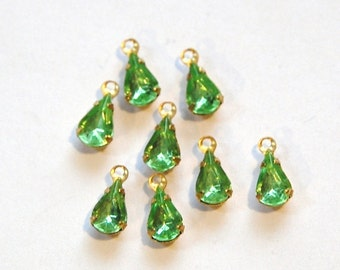 Vintage Peridot Green Teardrop Stones in 1 Loop Brass Setting 8mm x 4mm par001K