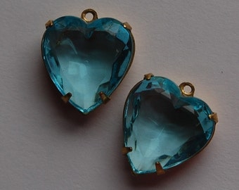Aqua Glass Heart Pendants in 1 Loop Brass Setting 15mm hrt001J