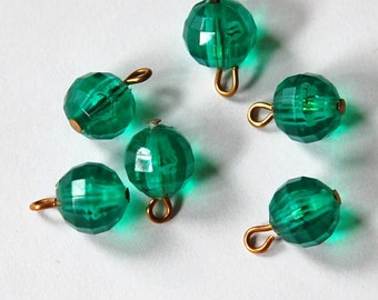 Vintage Faceted Green Plastic Bead Drops drp074
