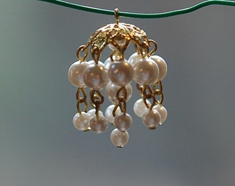 Vintage Acrylic Pearl Tassel Pendant Drop Gold tone Bead Cap drp044A