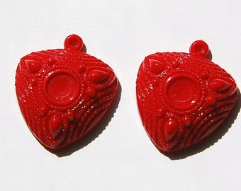 Vintage Red Acrylic Etched Triangle Pendant 8mm Setting pnd151B