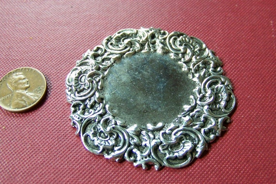 Large Ornate Antiqued Silver Tone Round Floral Scroll Setting Stamping mtl170E