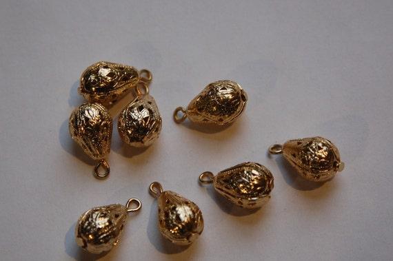 Vintage Gold Tone Filigree Pear Teardrop Beads with Loop drp030