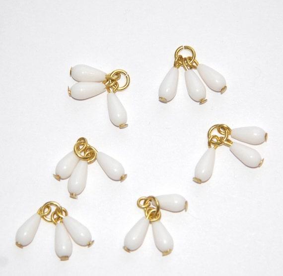 Vintage White Acrylic Triple Teardrop Drops Charms Japan drp036
