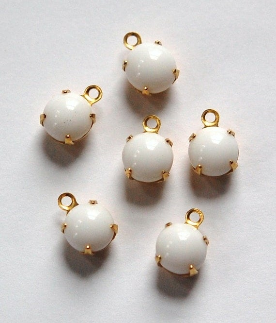 Vintage White Glass Stone 1 Loop Brass Setting Drops rnd001D