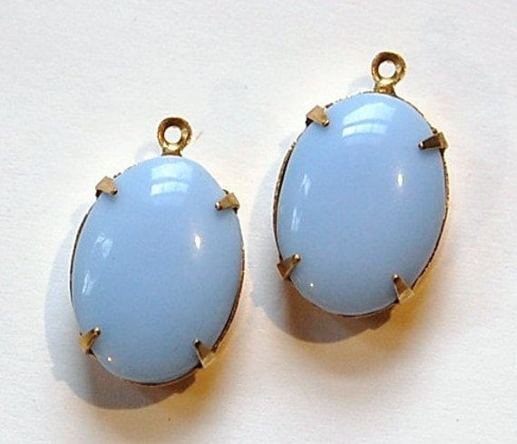 vintage opaque light blue in 1 loop brass setting