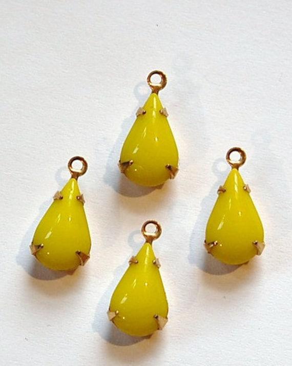 Vintage Opaque Yellow Glass Teardrop Stone in 1 Loop Brass Setting par003Z