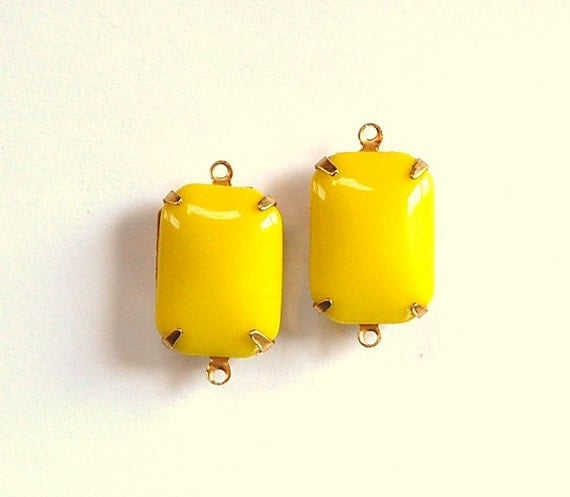 Vintage Opaque Yellow Glass Rectangle Drops 2 Loop Setting 18X13mm squ004S2