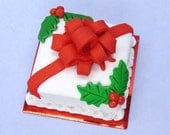 Miniature dollhouse food square Christmas cake with holly and bow