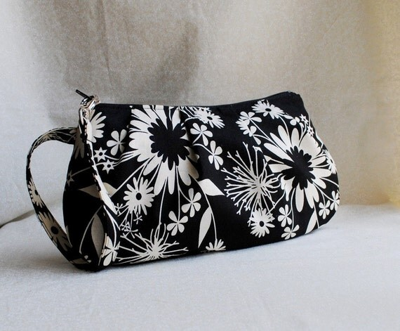 20% OFF - Pleated Wristlet Zipper Pouch - Midnight Kisses