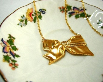 It's a Bow Necklace (Gold Plated)