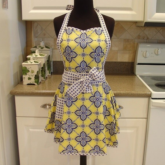 Flirty Chic Apron . . . pretty petals patern in sunshine with ditto dots