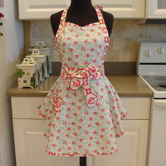 Flirty Chic Apron . . . scattered roses with rose trellis