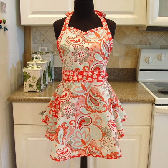 SweetHeart Apron - Main in Rouge with Leaves
