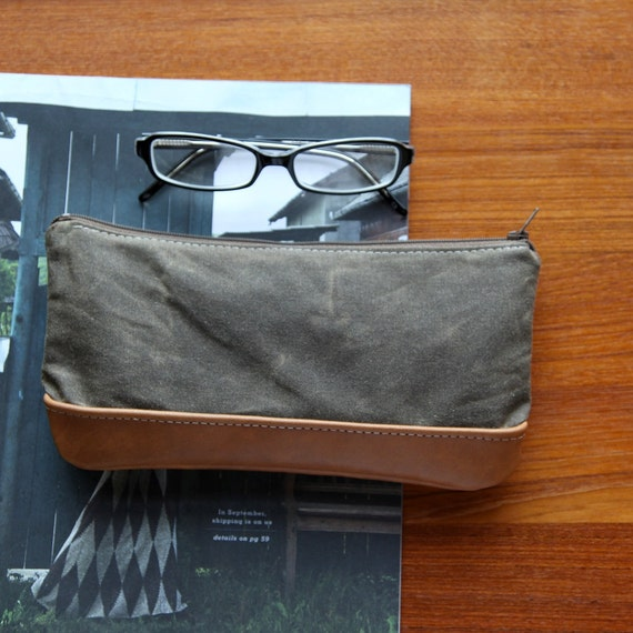 Utility Pouch in Waxed Canvas and Leather // Zipper Case // Hemp Lining
