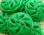 "Vintage Buttons - Set of 5 - Large Jade Green Plastic Fun Fifties Flowers - 1 1/16"" (27mm)"