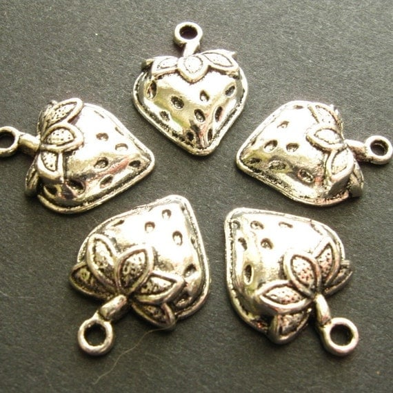 SALE - Strawberry Charms - Set of 10 Antique Silver Finish Strawberry Pendants (SC0015)
