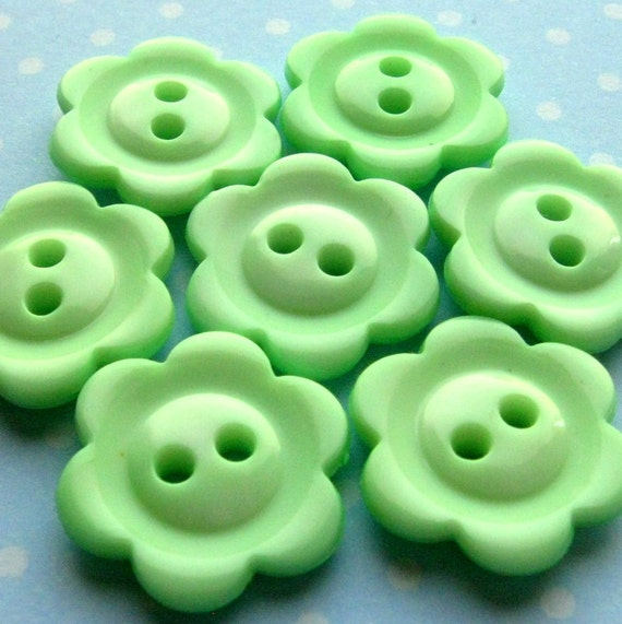 """Vintage Buttons - Set of 8 - Pastel Green Plastic Fun Fifties Flowers 3/4"""" (19mm)"""