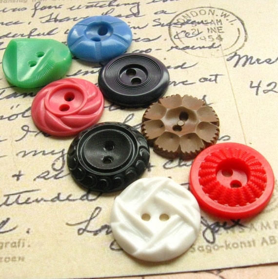 Vintage Buttons - Set of 8 Vintage Plastic Buttons - Medium Size Rainbow Variety Pack (RM04)