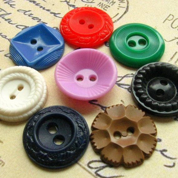 Vintage Buttons - Set of 8 Vintage Plastic Buttons - Medium Size Rainbow Variety Pack (RM06)