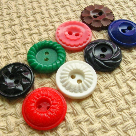 Vintage Buttons - Set of 8 Vintage Plastic Buttons - Medium Size Rainbow Variety Pack (RM10)
