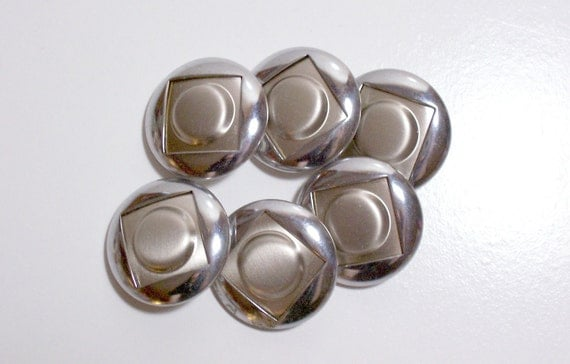 Silvertone Metal Buttons 1 1/8 inches in diameter x 6 pieces