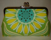 SALE XL Frame - Pop Daisy Clutch