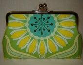 SALE XL Frame - Pop Daisy Clutch