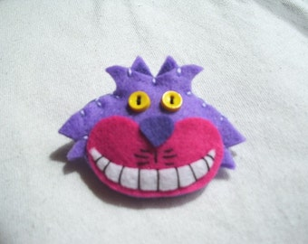 CHESHIRE CAT Alice in  wonderland felt face cutie pin