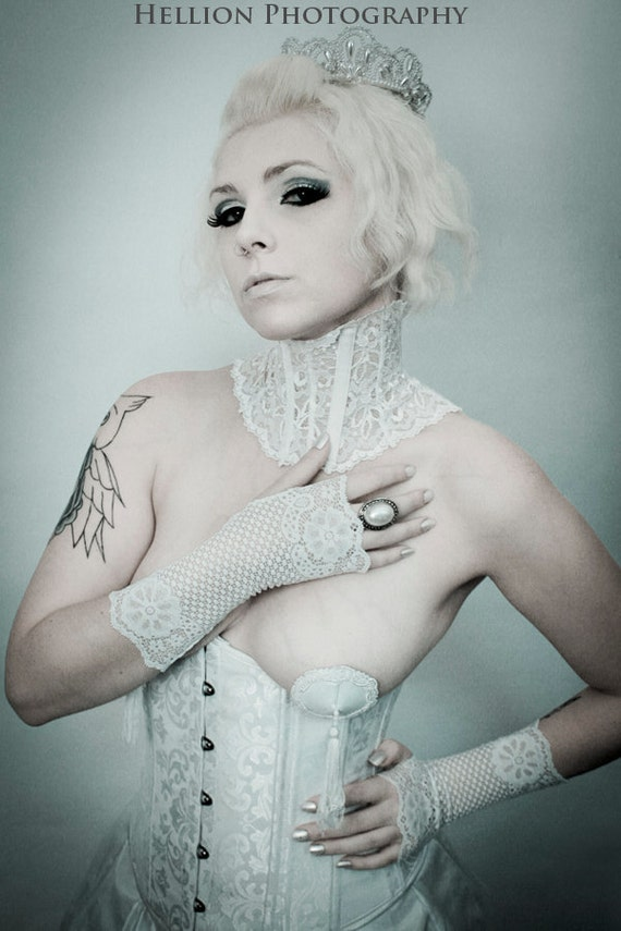 SIZE MEDIUM - Lovely white fingerless lace gloves - bridal / steampunk / Victorian / egl
