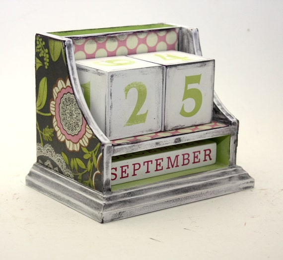Block Perpetual Calendar Amy Butler Green Pink
