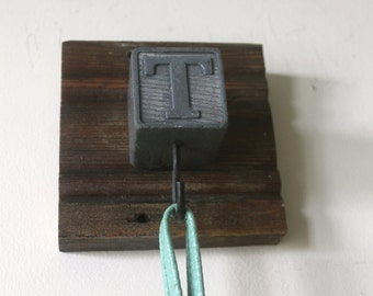 """Wooden Block """"T""""  Hook Rack"""