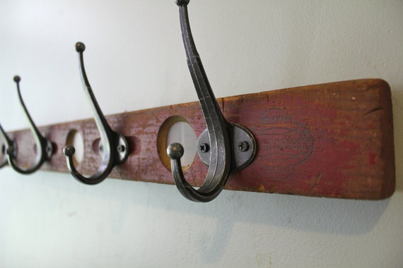 Red Level Wall hook Rack