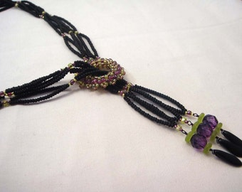 Buckle up - Handwoven bead necklace