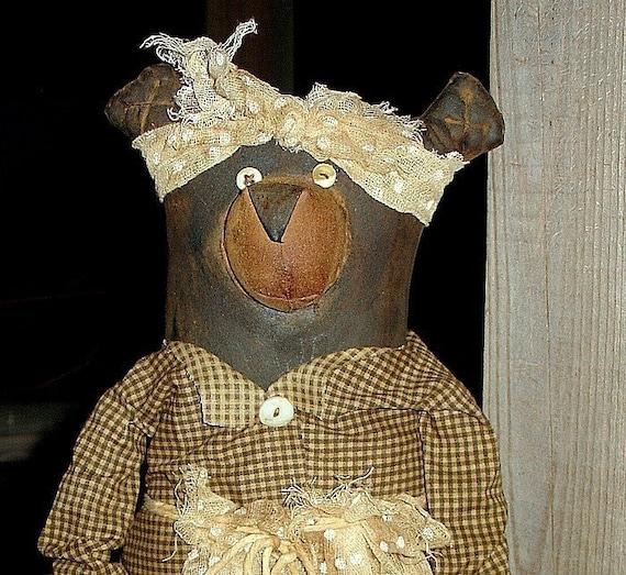 Laurel the Mountain Bear, A Primitive Folk Art Pattern