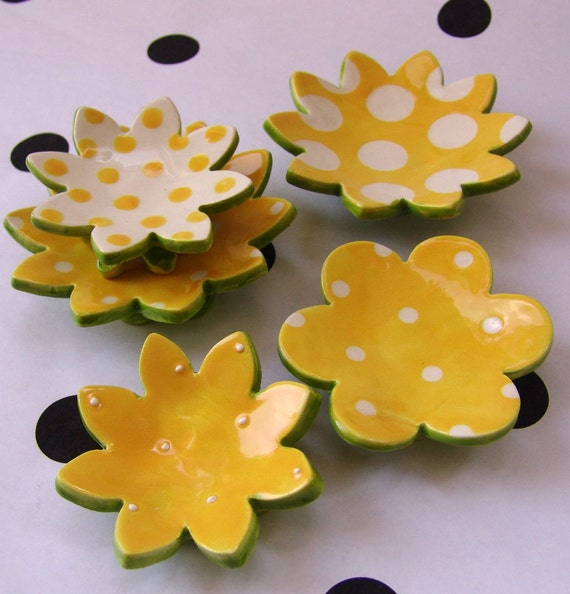 yellow Daisy dish set of 5 -- for your mom & spring decor