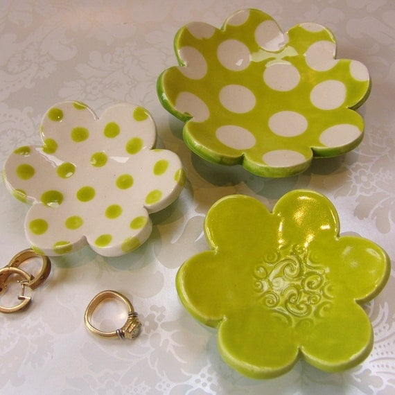 chartreuse flower dish set for your spring decor