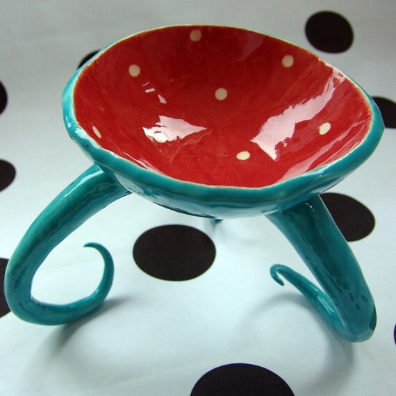 funky dish turquoise & red with curly legs
