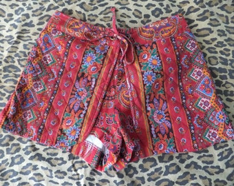 1970s quilted shorts  / 70s red paisley festival shorts / teeny boho quilted shorts
