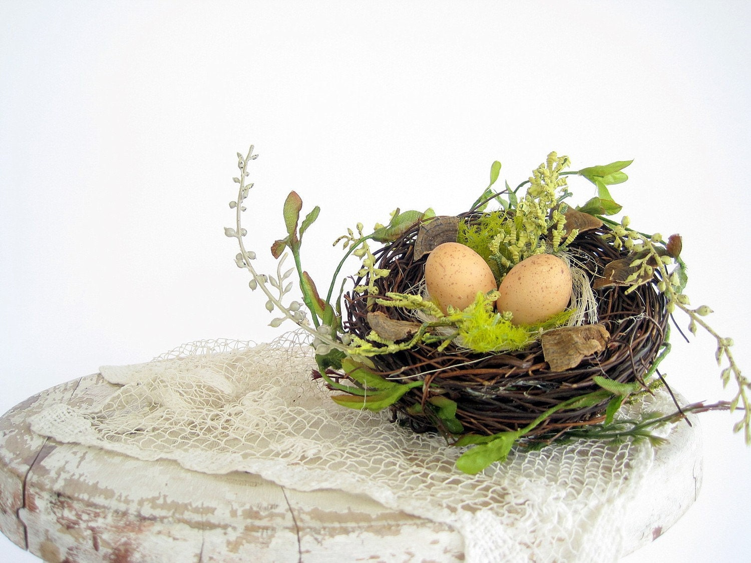 Charming decorative birds nest with eggs wedding for Artificial birds for decoration