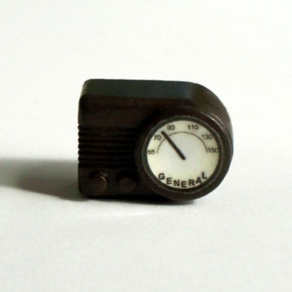 Miniature Bakelite-look Radio