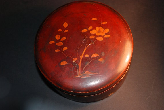 Chinese Lacquered Papier-mâché Box or Caddy