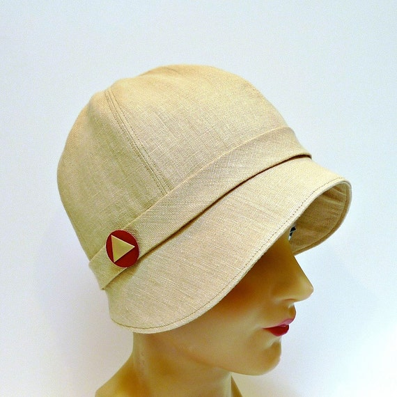 1920s Cloche in Wheat Linen with Vintage Triangle Button