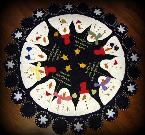 """Very Large 28"""" Hand Stitched SNOWMAN GATHERING Wool Felt Penny Rug Table Centerpiece"""