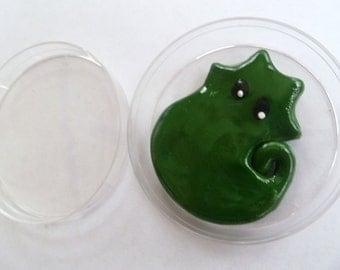 Mini Microbe Friend Oliver With Petri Dish