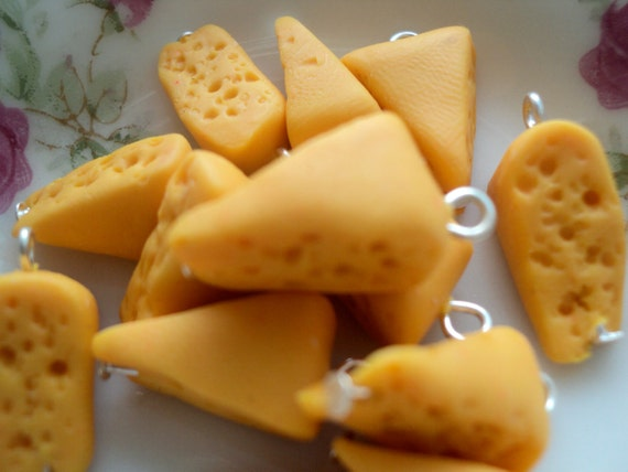 8pcs Slices of cheese charms