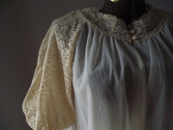 Vanity Fair Ivory Peignoir Robe