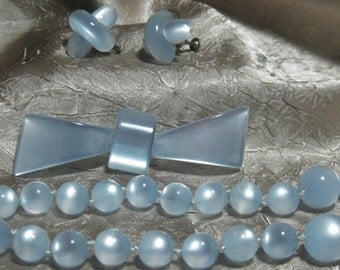 Vintage Moon Glow Necklace Set Baby Blue
