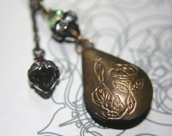 Simple Floral Oval Brass Locket Lariat Necklace - 1 pc